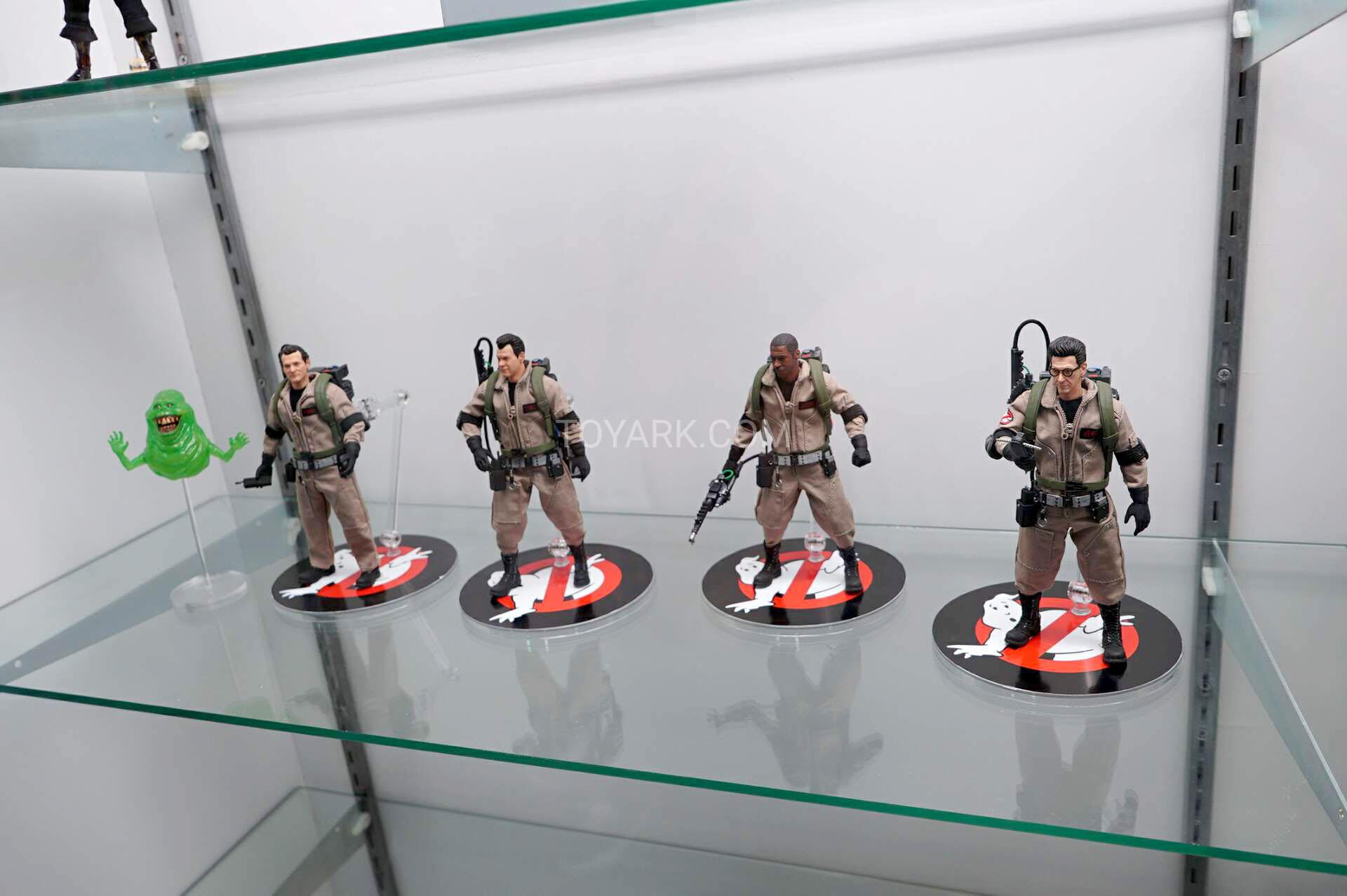 Figurines Mezco
